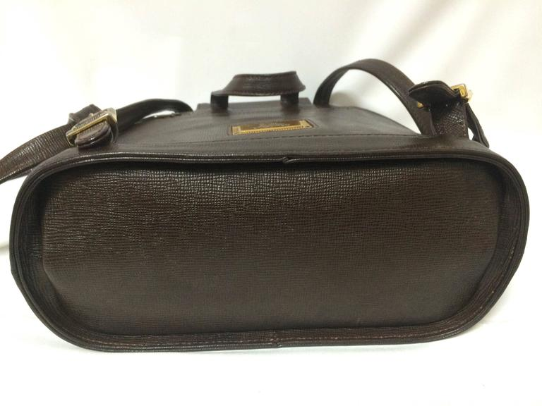 Vintage MOSCHINO dark brown leather backpack with golden and black M logo. 8