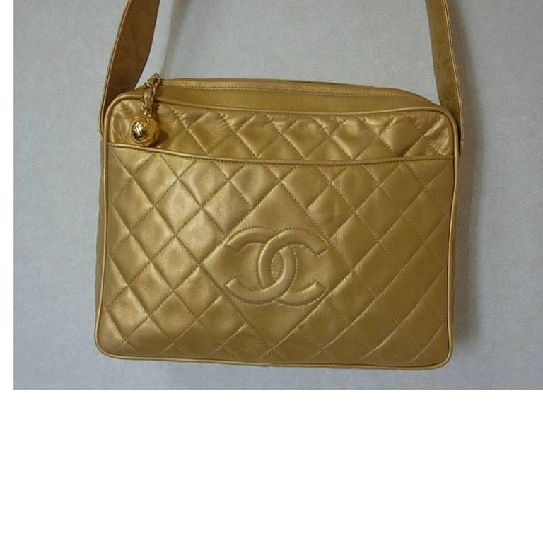 Vintage CHANEL golden lamb leather shoulder bag with CC mark and cc charm. 4