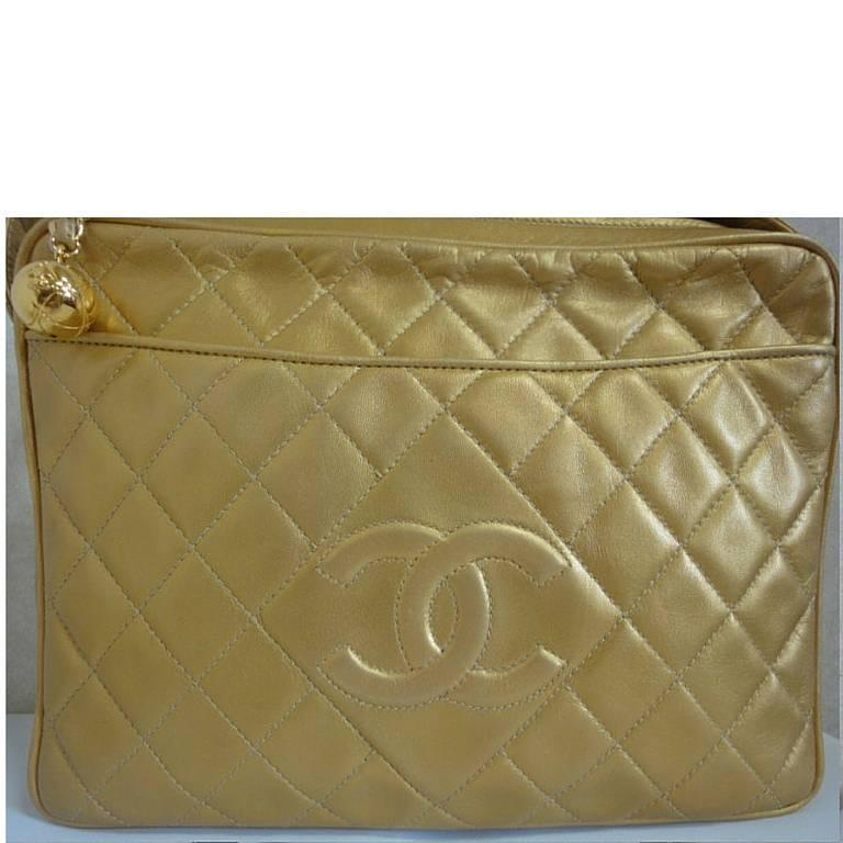 Vintage CHANEL golden lamb leather shoulder bag with CC mark and cc charm. 2