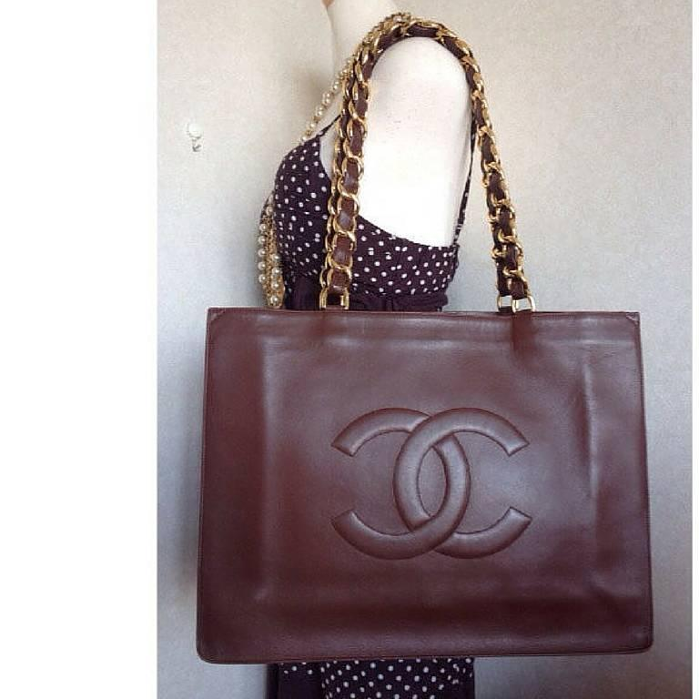 Vintage CHANEL brown calfskin large tote bag with gold tone chain handles and CC For Sale 5