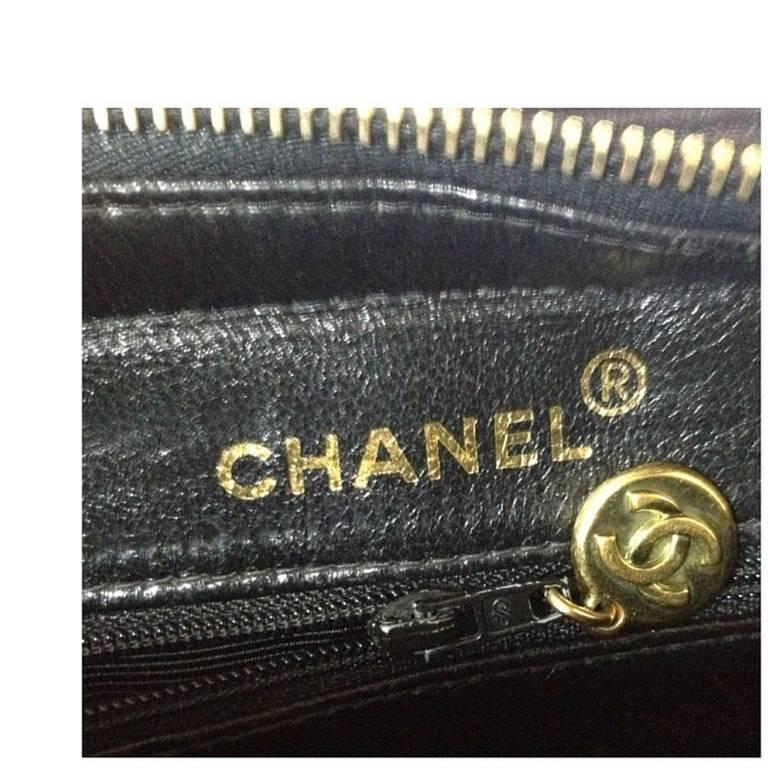 Vintage CHANEL black lambskin chain shoulder bag in vertical stitch, flower cc 7
