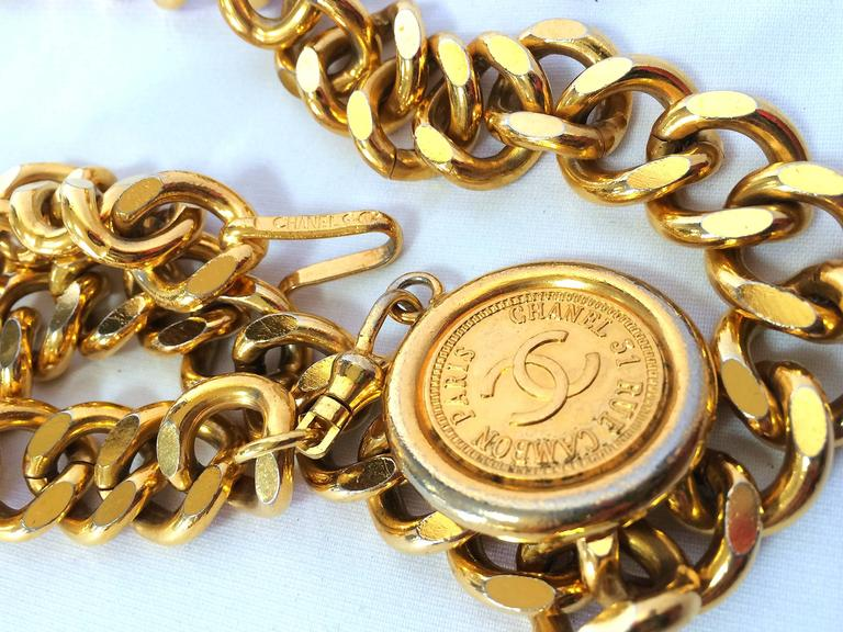 Vintage CHANEL golden thick chain belt with a golden CC charm and logo plate.  4
