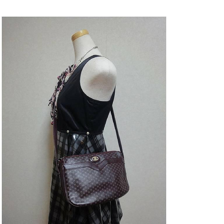 80's vintage Celine shoulder purse in bordeaux, burgundy leather with blason. 9