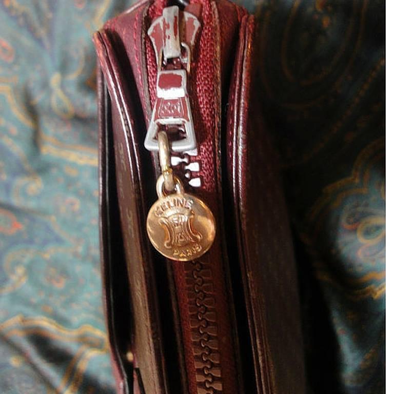 80's vintage Celine shoulder purse in bordeaux, burgundy leather with blason. 5