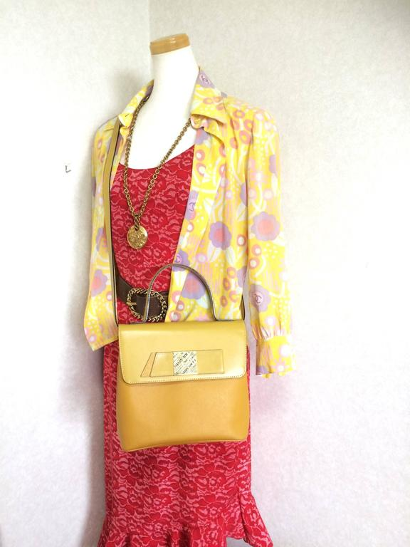 MINT. Vintage Nina Ricci yellow leather handbag purse with shoulder strap. For Sale 5