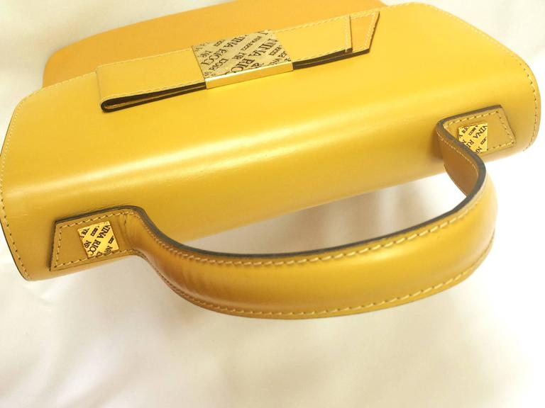 MINT. Vintage Nina Ricci yellow leather handbag purse with shoulder strap. For Sale 1