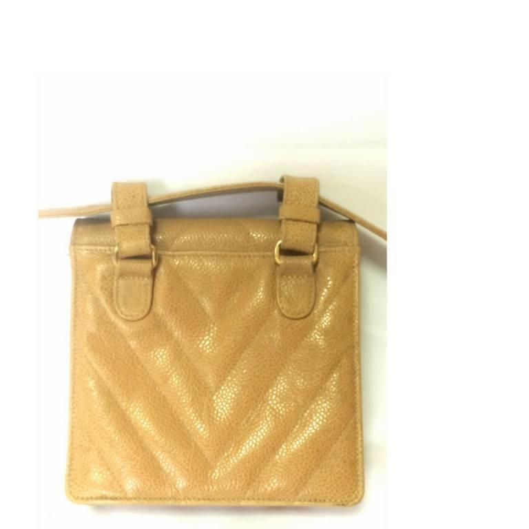 Vintage CHANEL beige caviar  V stitch, chevron, waist bag, hip, fanny pack. In Good Condition For Sale In Kashiwa, JP