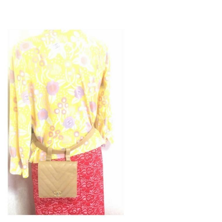 Vintage CHANEL beige caviar  V stitch, chevron, waist bag, hip, fanny pack. For Sale 5