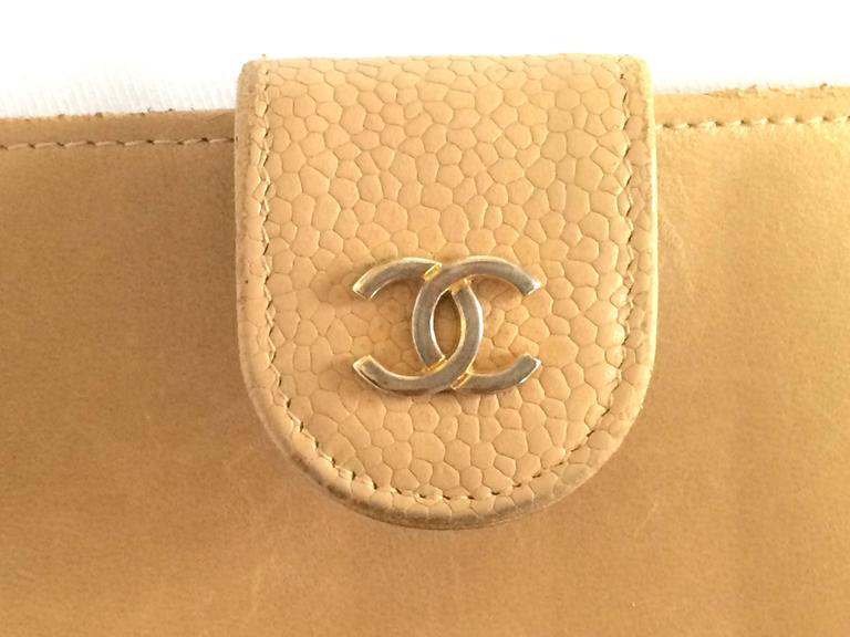 Vintage CHANEL beige caviar wallet with gold tone CC motif. Classic purse. 6