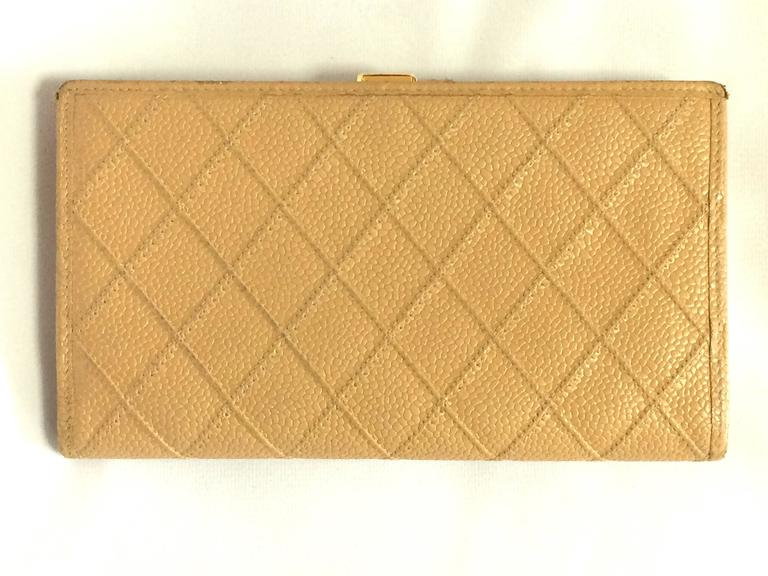 Vintage CHANEL beige caviar wallet with gold tone CC motif. Classic purse. 2