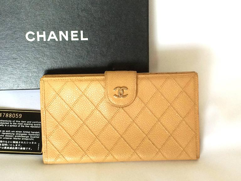 Vintage CHANEL beige caviar wallet with gold tone CC motif. Classic purse. 10