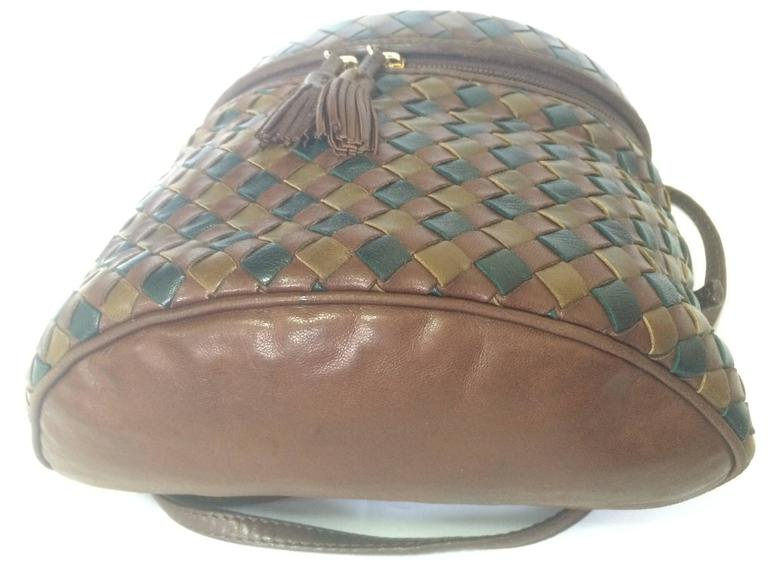 Vintage Bottega Veneta brown, khaki, dark green intrecciato lunchbox shape bag. In Good Condition For Sale In Kashiwa, Chiba