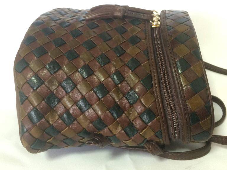Women's Vintage Bottega Veneta brown, khaki, dark green intrecciato lunchbox shape bag. For Sale