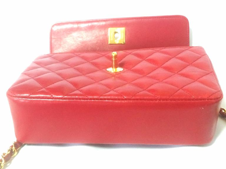Vintage CHANEL classic mini flap 2.55 shoulder bag in lipstick red lambskin. In Excellent Condition For Sale In Kashiwa, JP