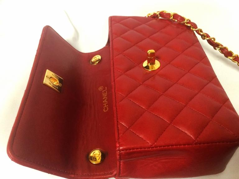 Women's Vintage CHANEL classic mini flap 2.55 shoulder bag in lipstick red lambskin. For Sale