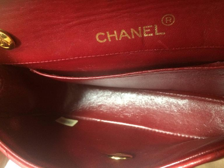 Vintage CHANEL classic mini flap 2.55 shoulder bag in lipstick red lambskin. For Sale 2