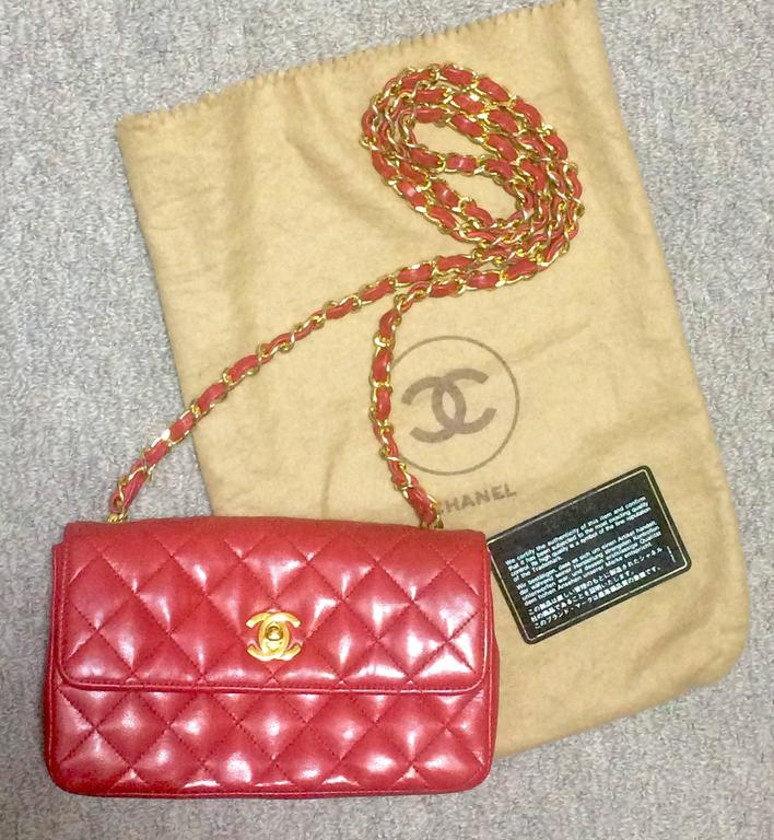 Vintage CHANEL classic mini flap 2.55 shoulder bag in lipstick red lambskin. For Sale 4
