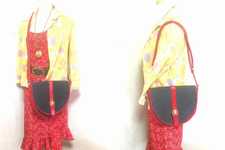 Vintage Yves Saint Laurent oval navy shoulder bag with red shoulder straps. For Sale 5