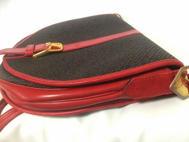 Women's Vintage Yves Saint Laurent oval navy shoulder bag with red shoulder straps. For Sale