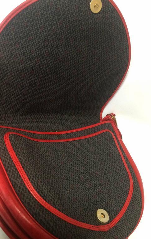 Vintage Yves Saint Laurent oval navy shoulder bag with red shoulder straps. For Sale 2