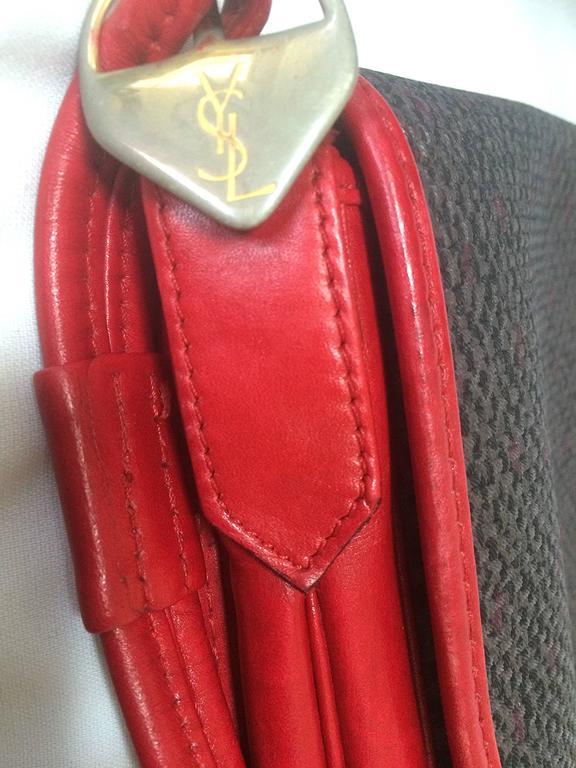 Vintage Yves Saint Laurent oval navy shoulder bag with red shoulder straps. For Sale 1