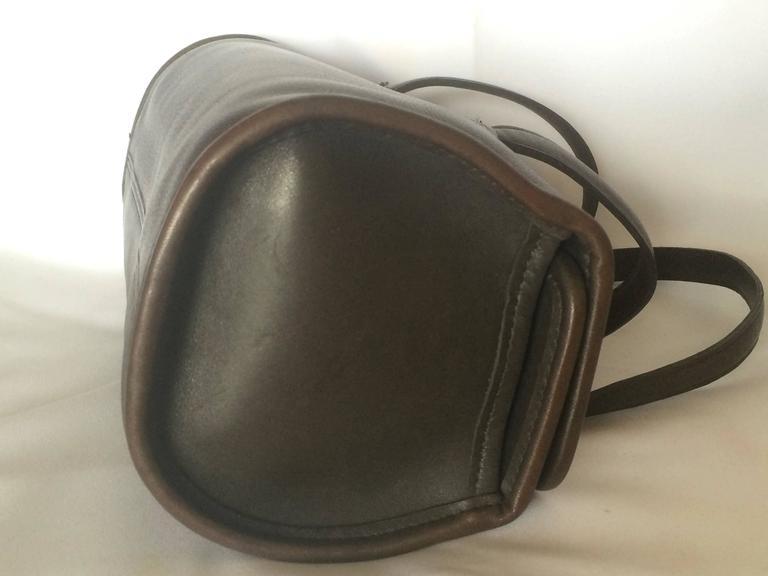 80's Vintage COACH dark brown leather shoulder bag, handbag in unique drum shape For Sale 1