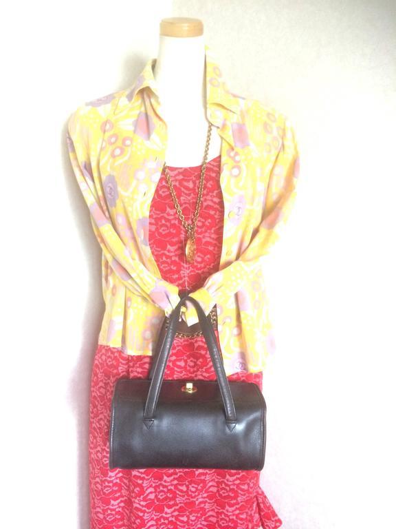 80's Vintage COACH dark brown leather shoulder bag, handbag in unique drum shape For Sale 5