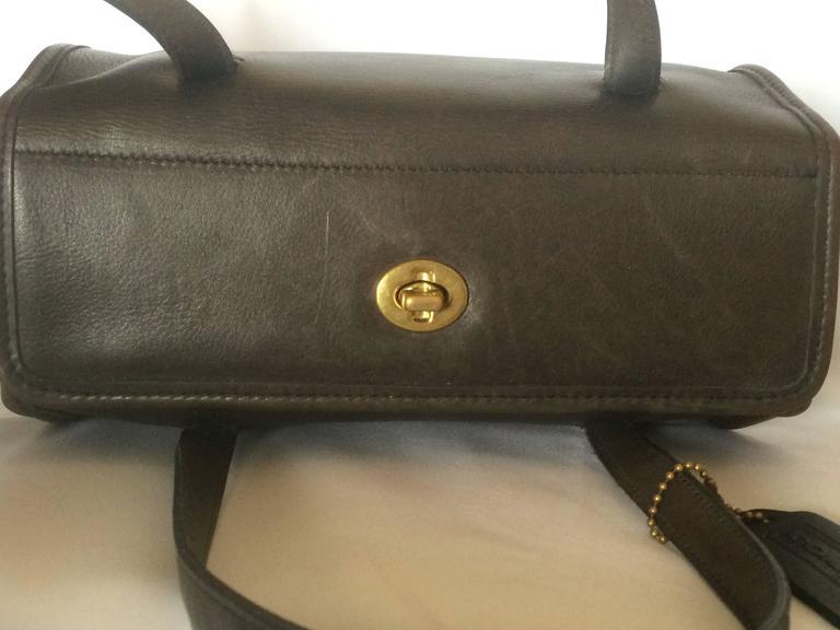 Gray 80's Vintage COACH dark brown leather shoulder bag, handbag in unique drum shape For Sale