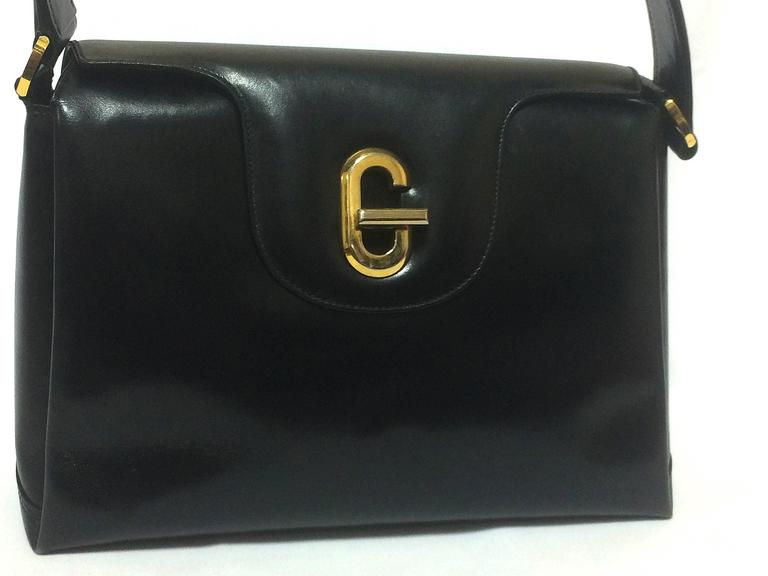 Vintage Gucci Black Leather Classic Design Handbag Purse With G Hardware Closure At