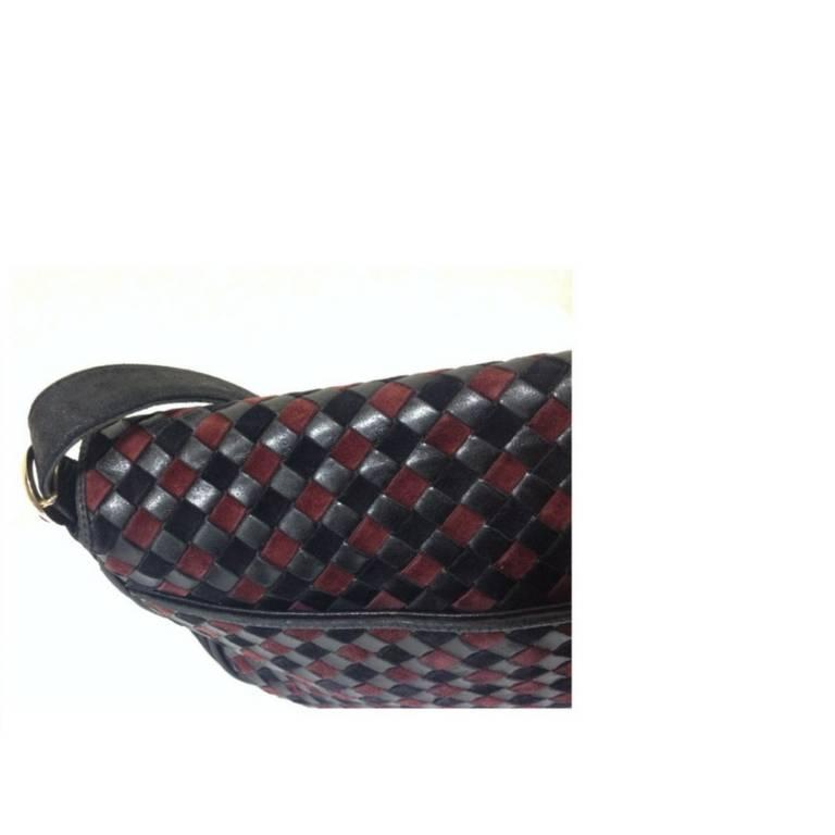 Women's or Men's Vintage Bottega Veneta black and wine brown intrecciato woven suede shoulder bag For Sale