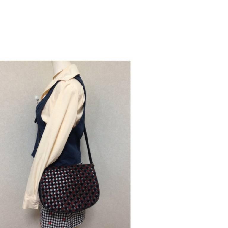 Vintage Bottega Veneta black and wine brown intrecciato woven suede shoulder bag For Sale 5
