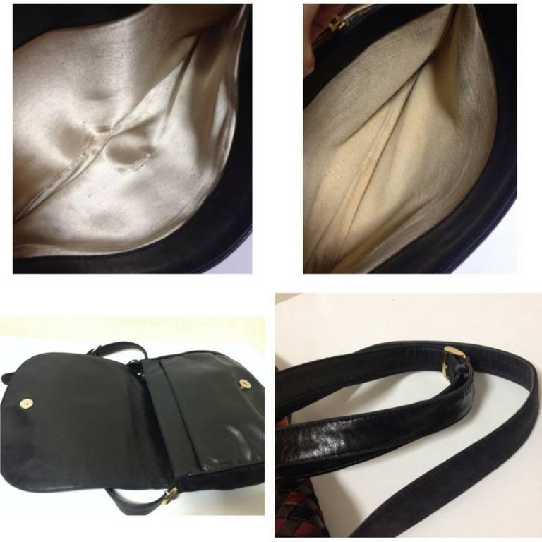 Vintage Bottega Veneta black and wine brown intrecciato woven suede shoulder bag For Sale 4