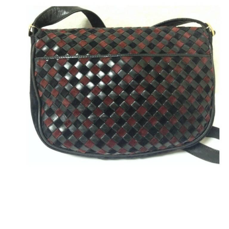 Black Vintage Bottega Veneta black and wine brown intrecciato woven suede shoulder bag For Sale