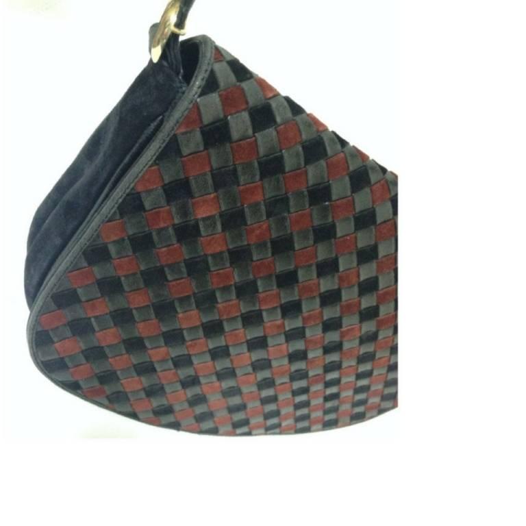 Vintage Bottega Veneta black and wine brown intrecciato woven suede shoulder bag In Good Condition For Sale In Kashiwa, Chiba