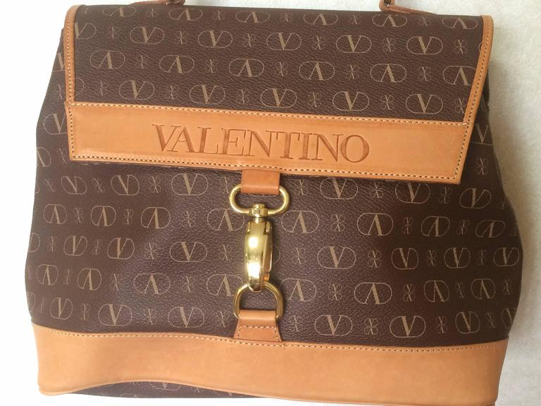 Vintage VALENTINO beige and brown shoulder handbag with leather handle and logo 2
