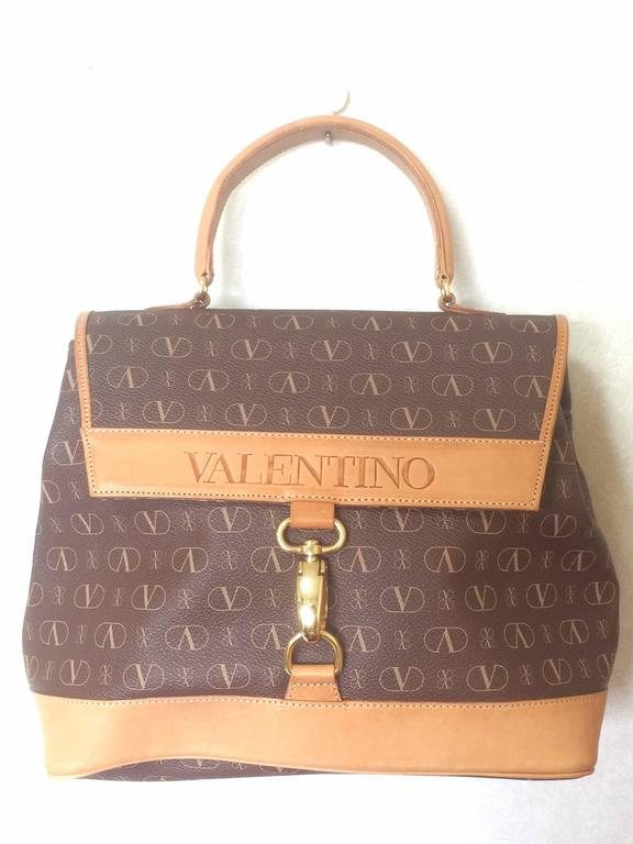 Vintage VALENTINO beige and brown shoulder handbag with leather handle and logo 4
