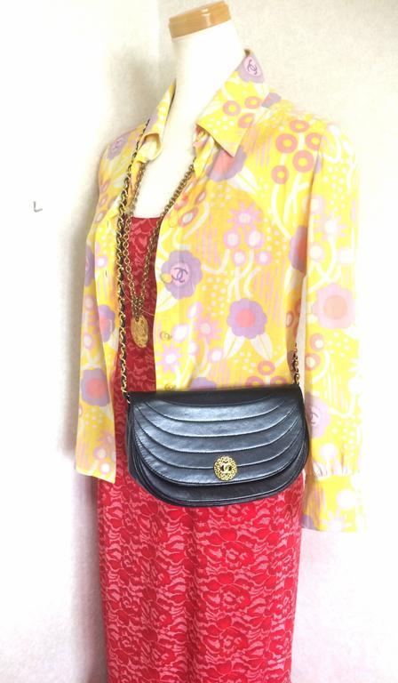 Vintage Chanel black lambskin half moon 2.55 chain shoulder bag with golden CC. For Sale 4