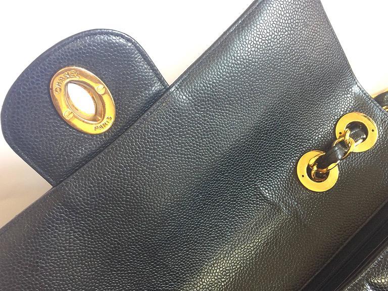 Vintage CHANEL black 2.55 jumbo caviar large shoulder bag, vertical stitches. 7