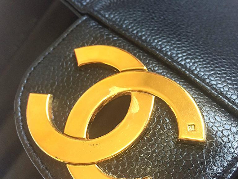 Vintage CHANEL black 2.55 jumbo caviar large shoulder bag, vertical stitches. 4