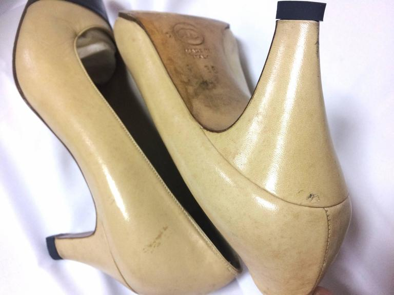 Vintage CHANEL beige and black leather shoes, classic pumps.  EU 36, US5.5.  7