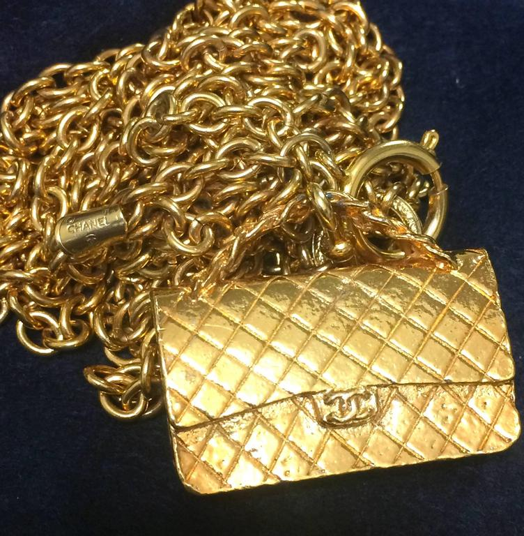 Vintage CHANEL golden double chain long necklace with classic 2.55 bag charm. For Sale 5