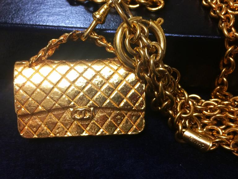 Women's Vintage CHANEL golden double chain long necklace with classic 2.55 bag charm. For Sale