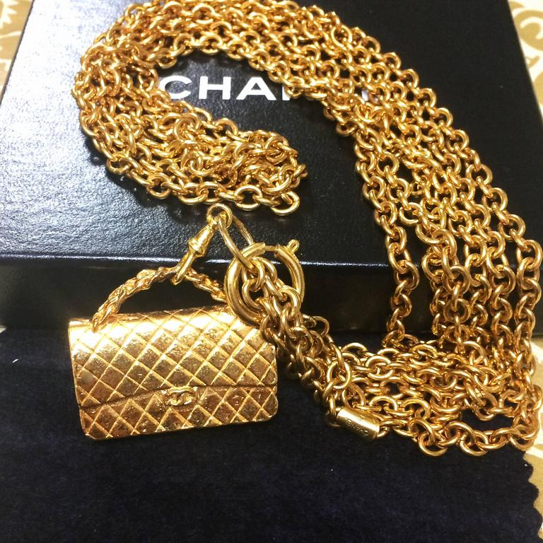 Vintage CHANEL golden double chain long necklace with classic 2.55 bag charm. In Good Condition For Sale In Kashiwa, Chiba