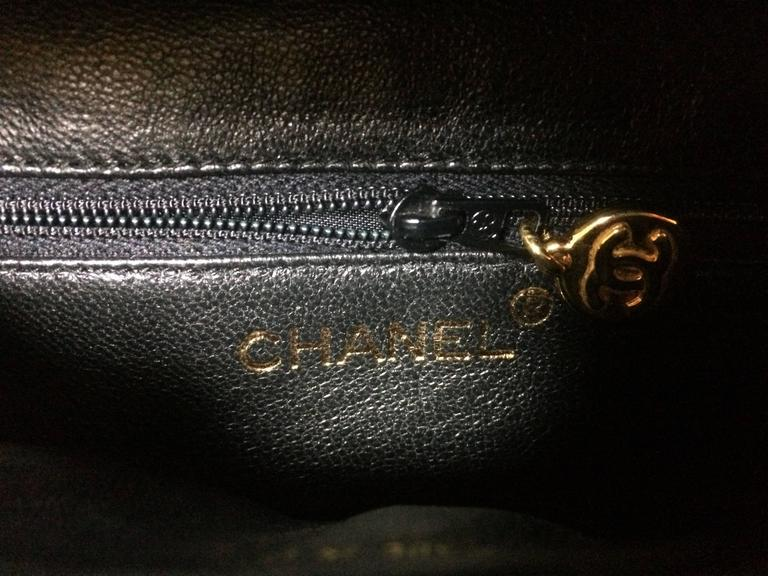 MINT. Vintage CHANEL black caviar leather purse pouch. Can be waist bag. For Sale 2