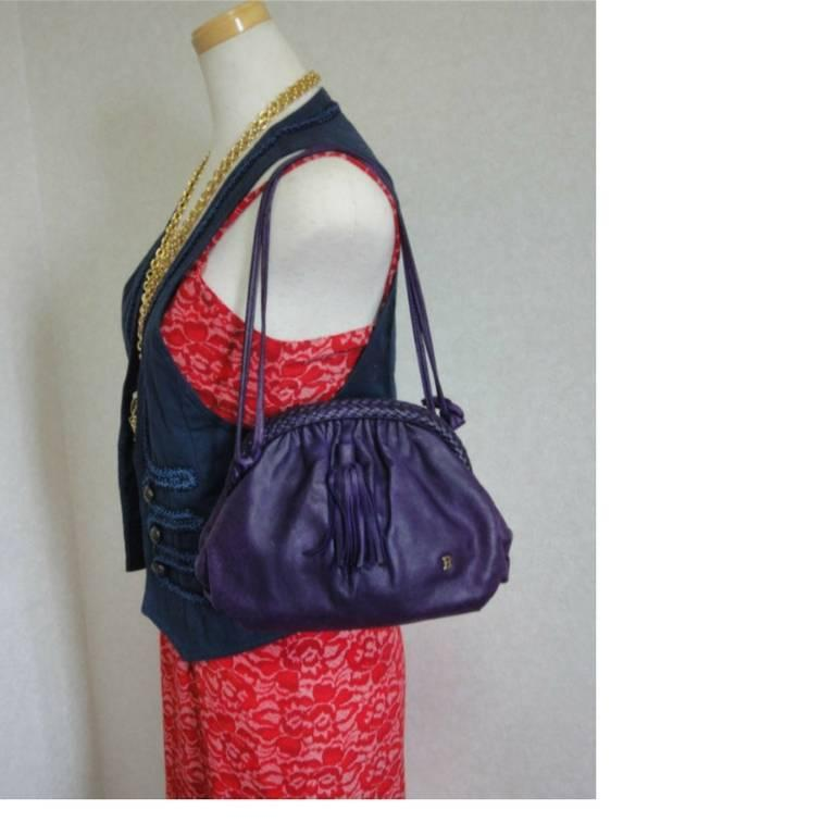 Vintage BALLY deep purple, violet leather pouch, clutch style shoulder bag. In Good Condition For Sale In Kashiwa, Chiba