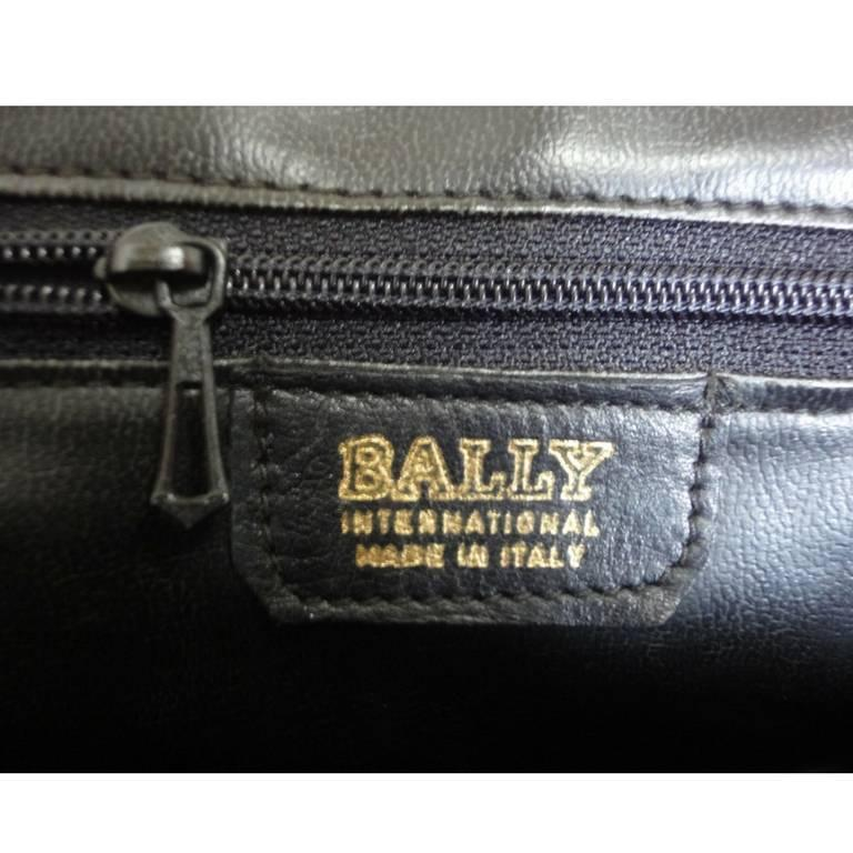 Vintage BALLY deep purple, violet leather pouch, clutch style shoulder bag. For Sale 4