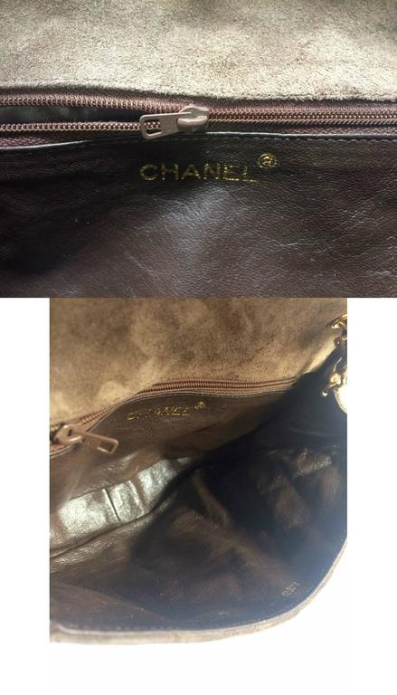 Vintage CHANEL brown suede chain shoulder bag with gripoix stones and cc mark. 10
