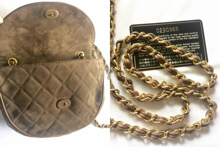 Vintage CHANEL brown suede chain shoulder bag with gripoix stones and cc mark. 8