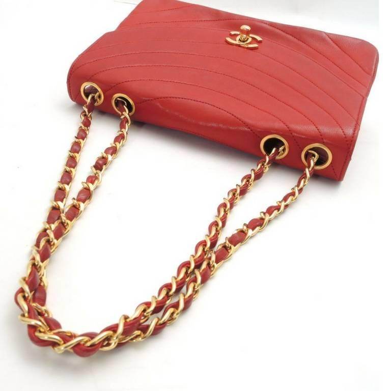 Vintage CHANEL unique oval U stitch red lamb leather classic 2.55 shoulder bag. For Sale 2