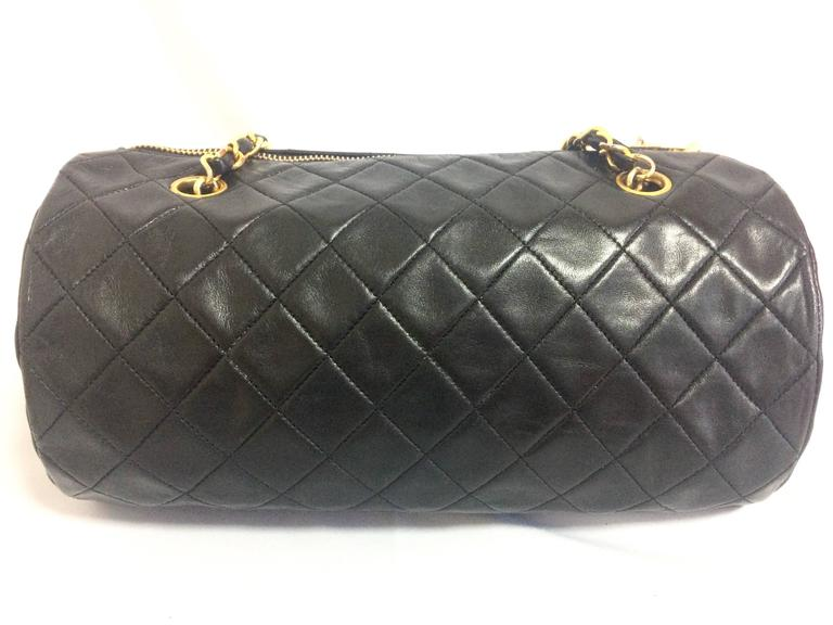 Vintage CHANEL black lamb leather golden chain shoulder bag in round drum shape. 4